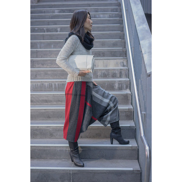 """Only One"" Tarun pants (divided skirt) long in wool & cotton - red & black"
