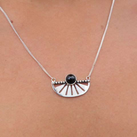 The Adrift necklace onyx