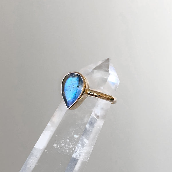Labradorite tear drop 9K Yellow Gold Ring
