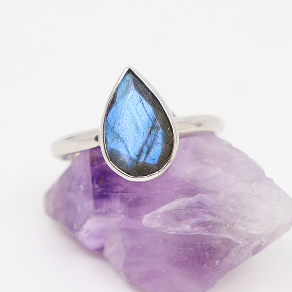 Labradorite tear drop ring white gold
