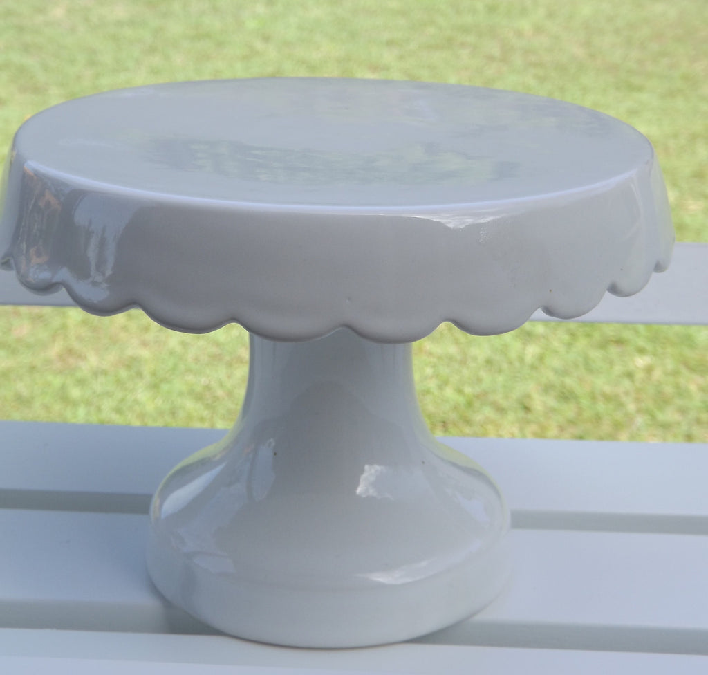 Small Round Scalloped Ceramic Stand