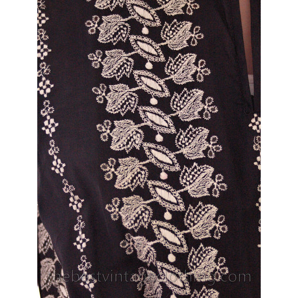 Vintage 1950s Day Dress Black Polished Cotton Border White Embroidery Size S-M 38-26-Free - The Best Vintage Clothing  - 6
