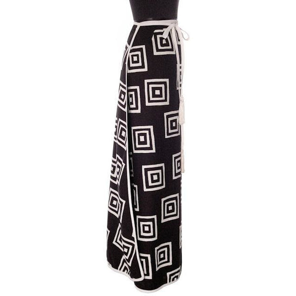 "Vintage Geometric Print Black & White Maxi Wrap Skirt D'Accord 30"" Waist 1970s - The Best Vintage Clothing  - 2"