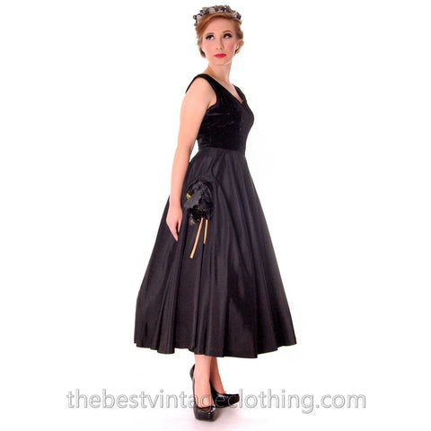 Black Velvet/Taffeta 1950s Party Gown Full Circle Vintage Dress w Rose 32-23-Free Small