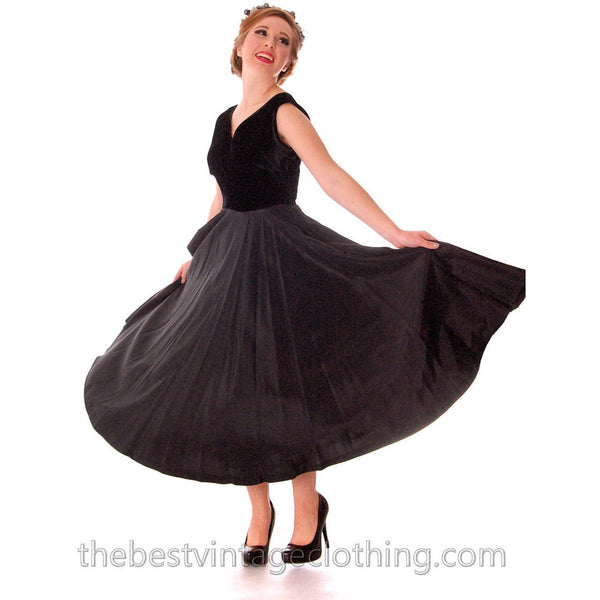 Black Velvet/Taffeta 1950s Party Gown Full Circle Vintage Dress w Rose 32-23-Free Small - The Best Vintage Clothing  - 2