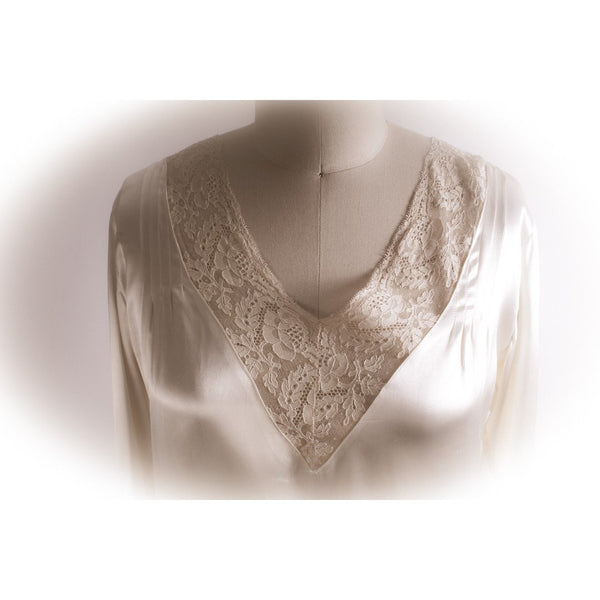 Vintage 1920s-1930s Wedding Gown Rayon Ivory Satin Train Medium Chantilly Lace Downton