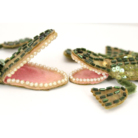 Cute Vintage Fridge Magnet  Sequin Felt Alligators  Pearl Teeth 1950S Florida