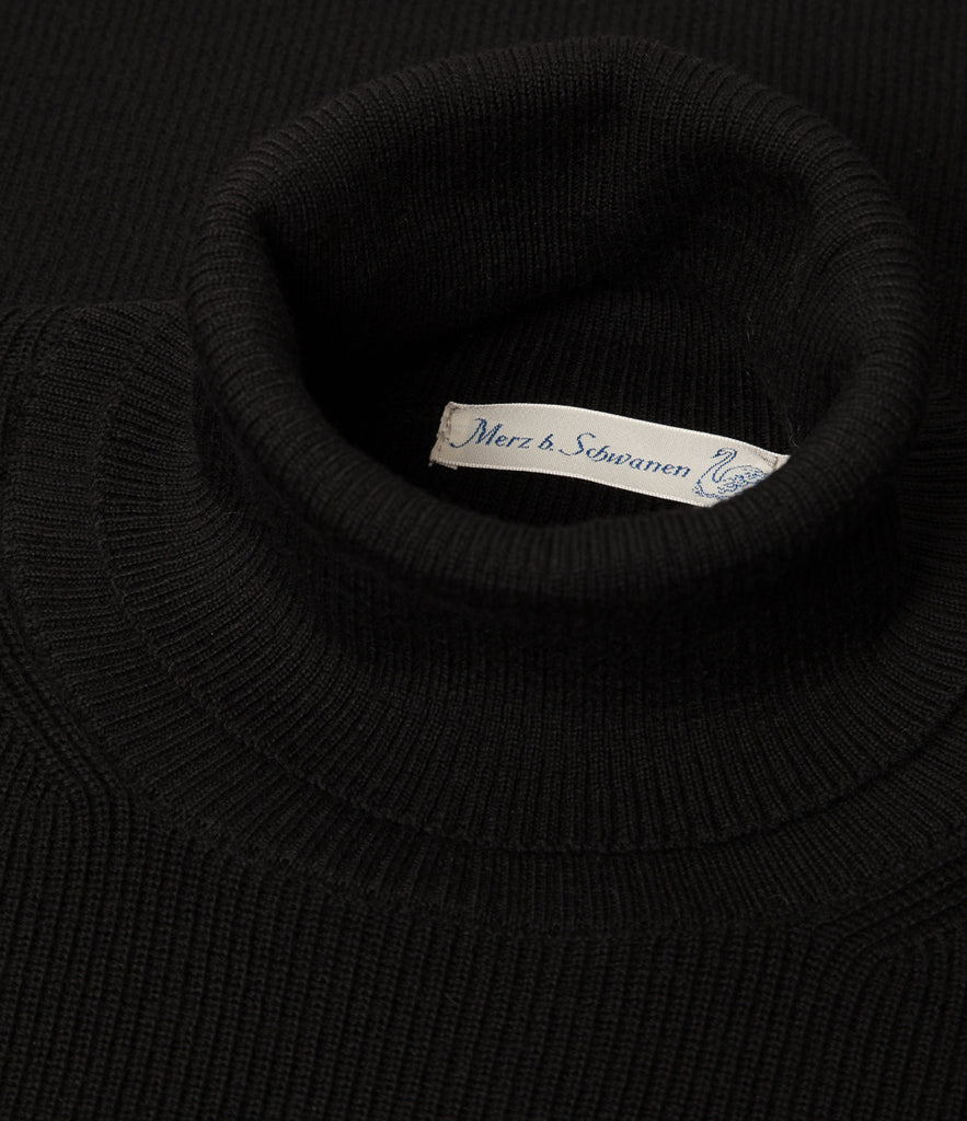Unisex <br/>MW.CT merino wool classic turtle neck pullover <br/>deep black