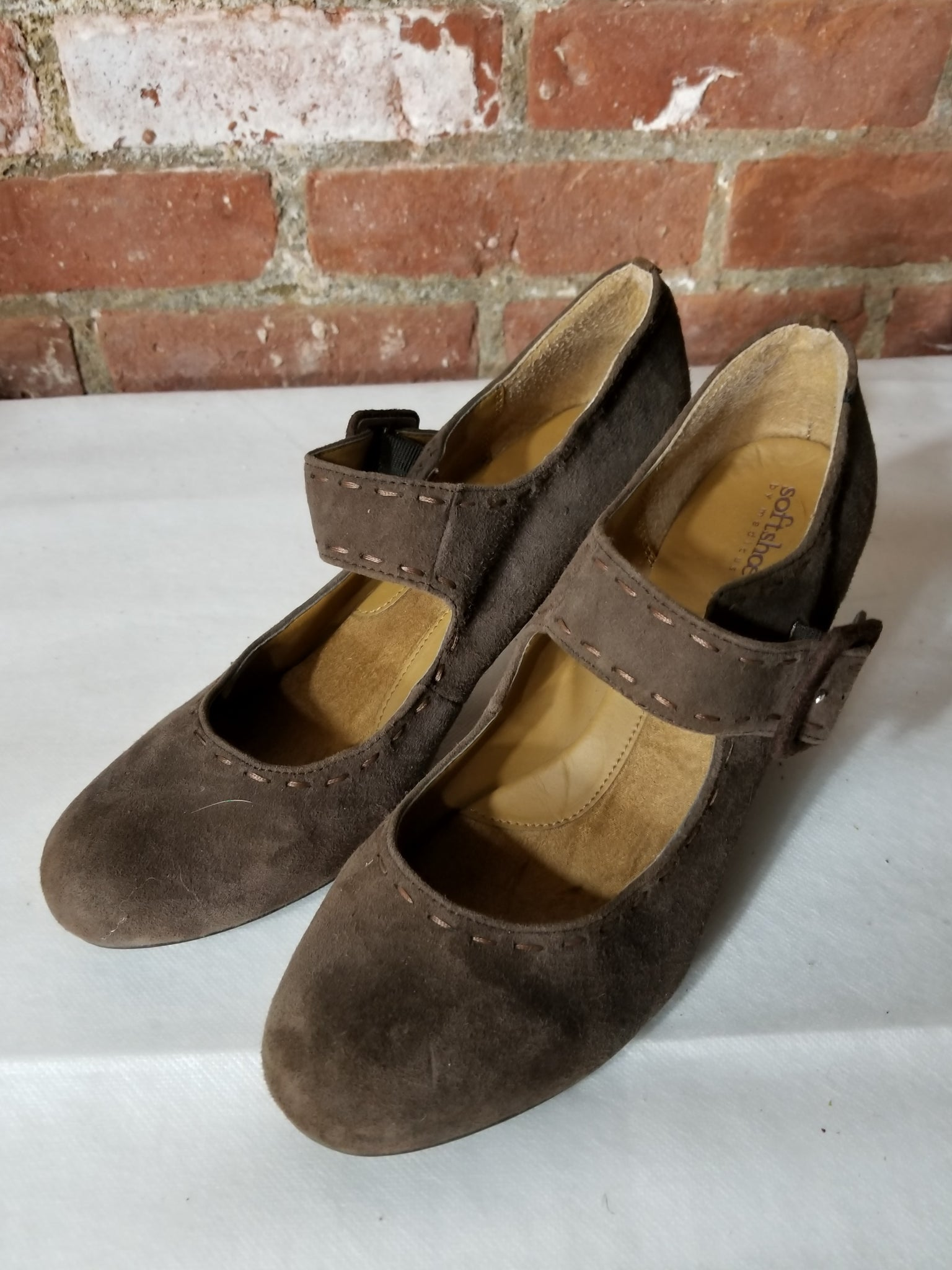AUCTION ITEM - Soft Shoe by Medicus Brown Suede Maryjanes Size 11
