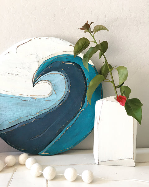Wooden wave and vase, photo credit to @avaberrylane