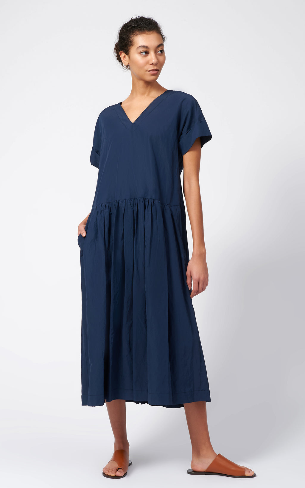 SHIRRED BOTTOM V-NECK DRESS - NAVY