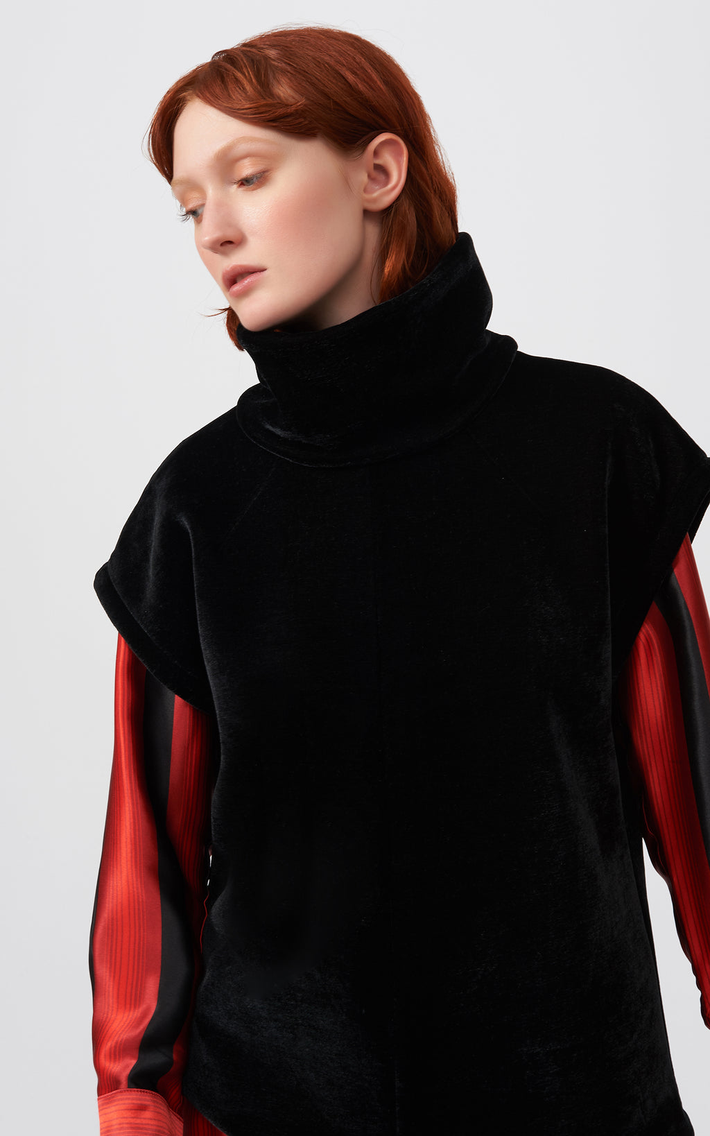 VELVET SEAM TURTLENECK