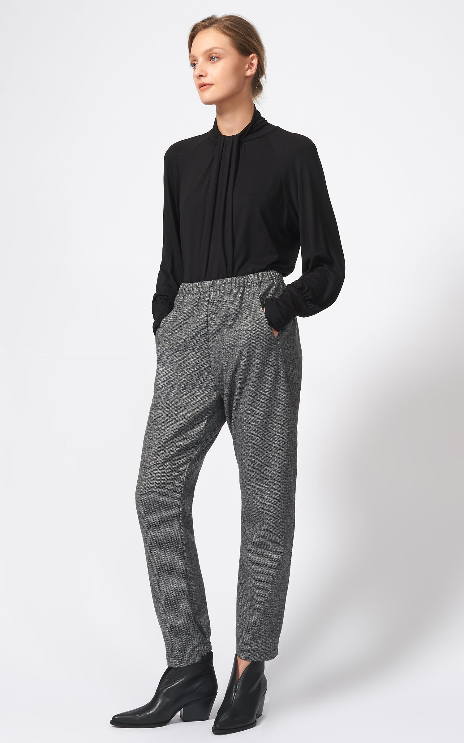 ANGLE SEAM TROUSER - BLACK CHEVRON