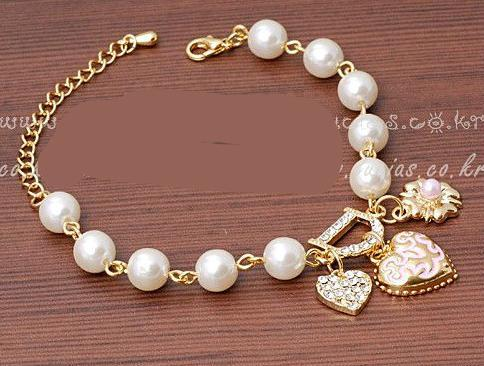 2017 New Sweet And Lovely Imitation Pearl Beads Fashion Crystal Bracelet Heart Flowers Letter D Hang Bracelets And Anklets Femal - eileenshoppingdeals