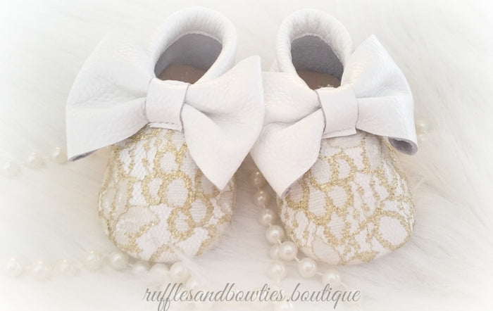 Baby Girl Lace leather Moccaisns - White and Gold Lace Big Bow Leather Baby Moccasins - Baby Girl Moccasins - Bow Moccasins - Gold Bow Moccasins  - Soft Shoes - Lace Moccasins