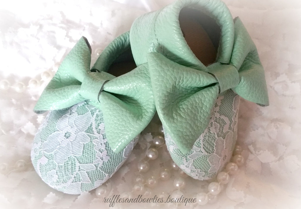 Baby Girl Lace leather Moccaisns - Mint with White Lace Big Bow Leather Baby Moccasins - Baby Girl Moccasins - Bow Moccasins - Gold Bow Moccasins  - Soft Shoes - Lace Moccasins