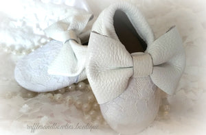 Baby Girl Lace leather Moccaisns - White  with White Lace Big Bow Leather Baby Moccasins - Baby Girl Moccasins - Bow Moccasins - Gold Bow Moccasins  - Soft Shoes - Lace Moccasins