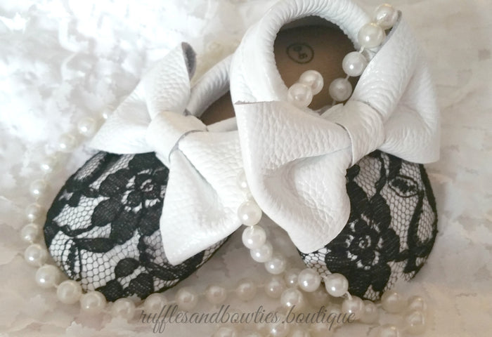 Baby Girl Lace leather Moccaisns - White  with Black Lace Big Bow Leather Baby Moccasins - Baby Girl Moccasins - Bow Moccasins - Gold Bow Moccasins  - Soft Shoes - Lace Moccasins