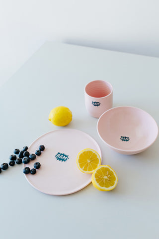 KIDS tableware Set blaues BAM auf rosa
