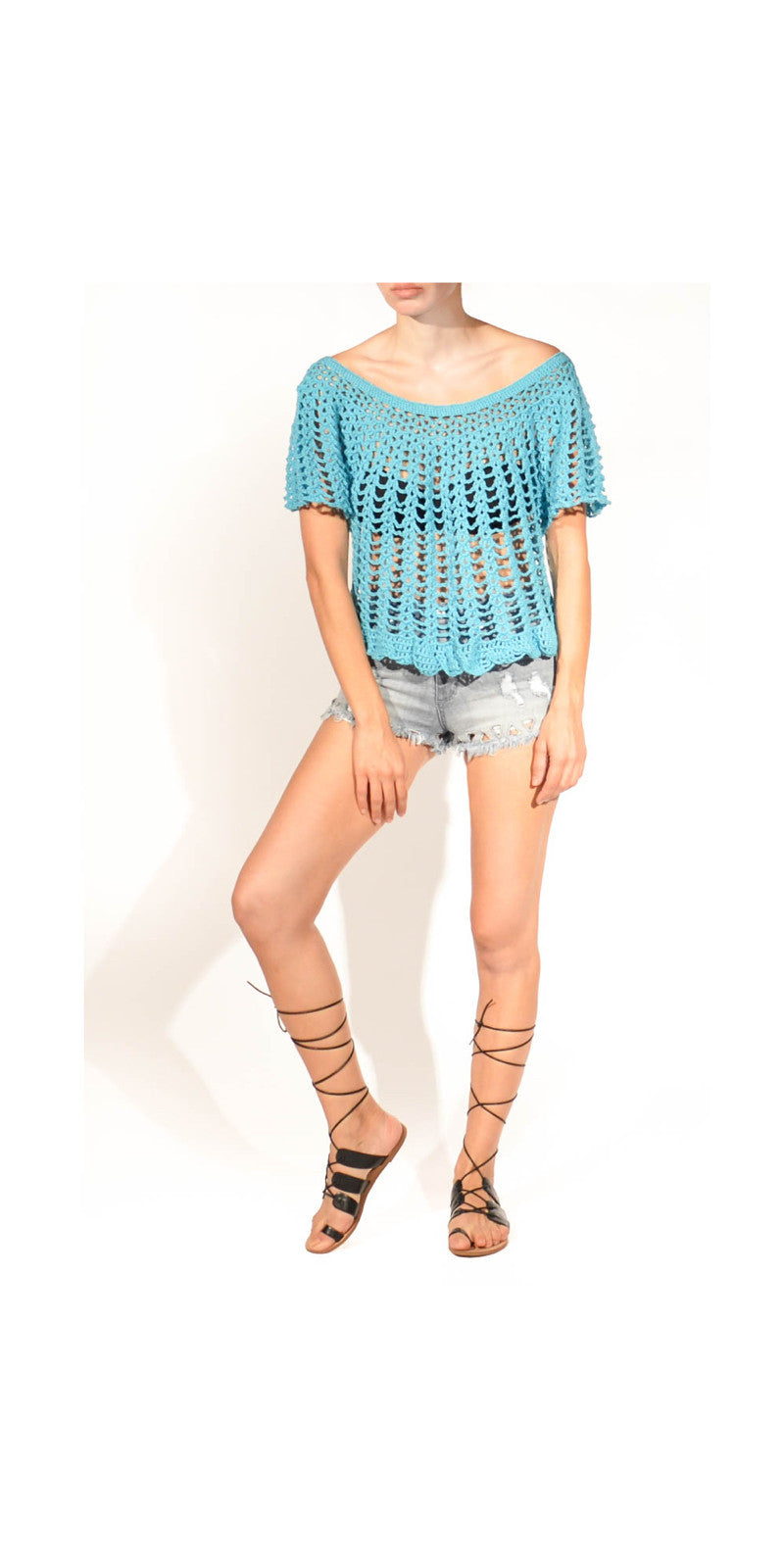 Mayan Maven Crochet A line Sweet Scallop Hem Top: Size Medium