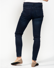 THE CORE DENIM JEANS IN DARK WASH