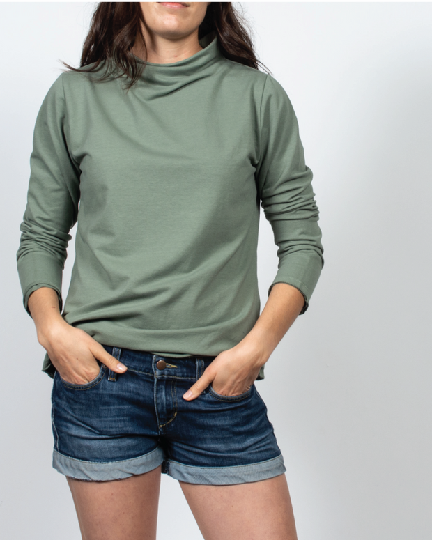 Essential Mock-Neck in Green
