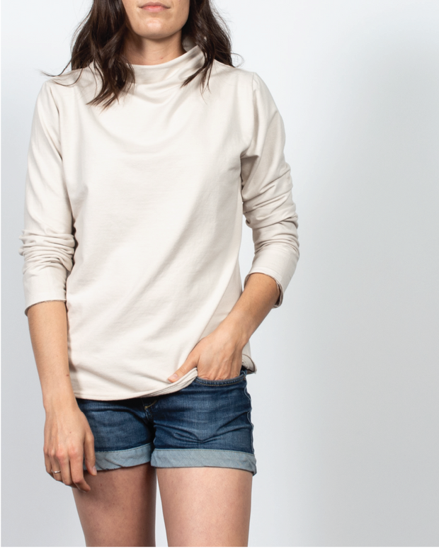 Essential Mock-Neck in Beige