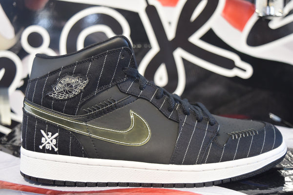 "AIR JORDAN RETRO 1 ""BLACK BARON OPENING DAY"""