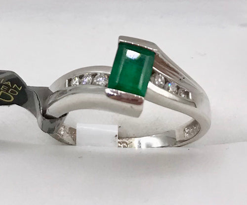 10K White Gold Emerald Ring L54333