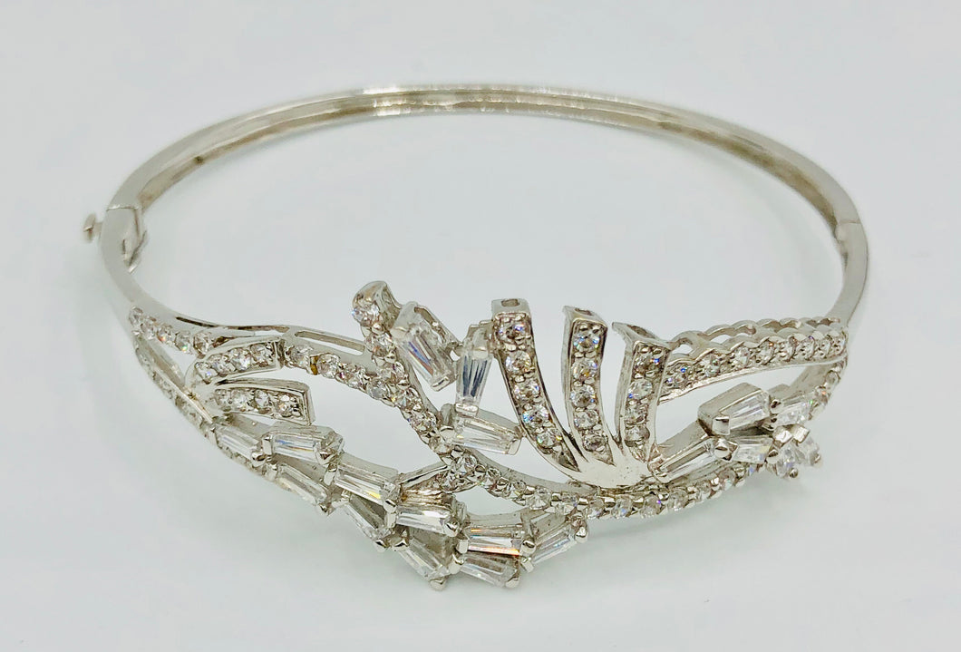 18kt White Gold Crystal  Bangle