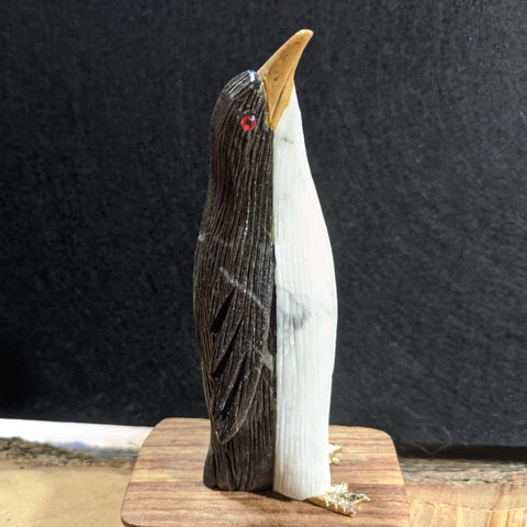 Onyx Penguin Carving~CROPEN02