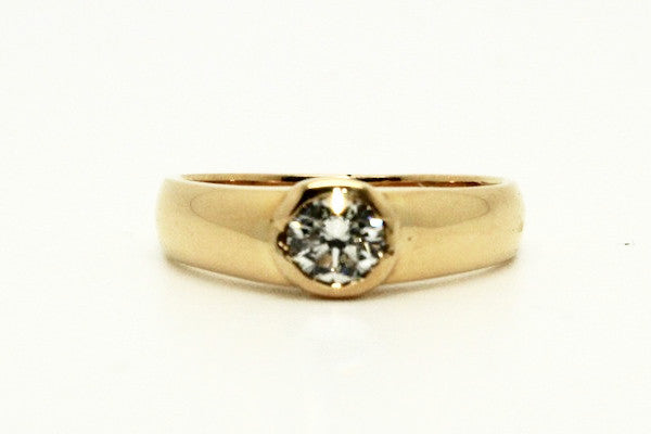 Sturdy Semi Bezel Yellow Gold Ring AD No. 0801