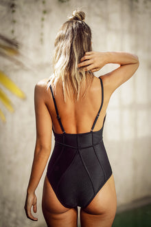 Cupshe Free Space Solid One-piece Swimsuit