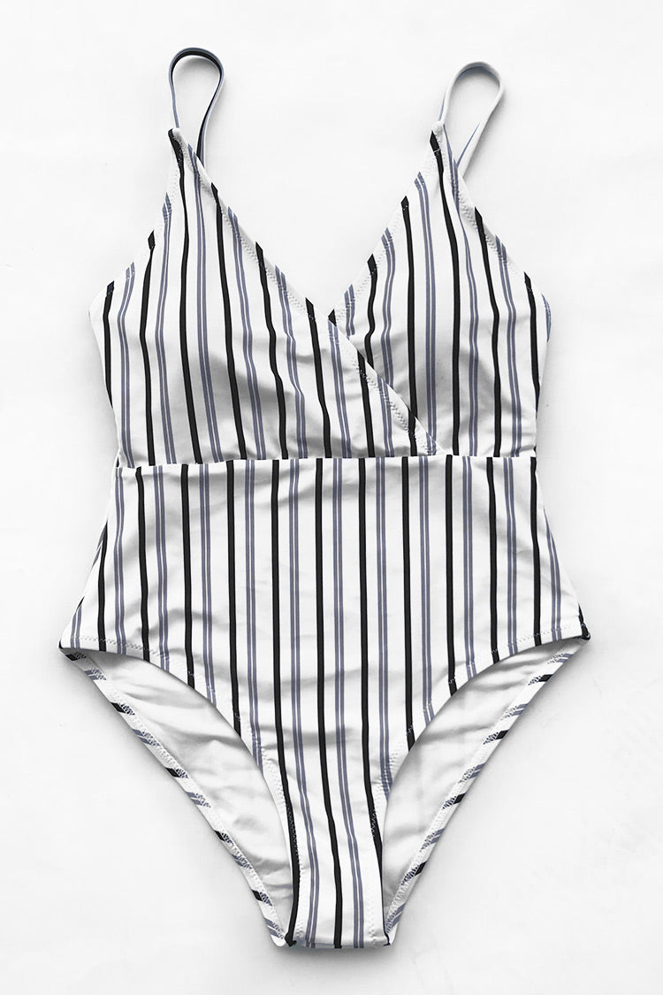 You will not regret purchasing this stripe swimsuit. Product Code AB20147S Details Stripe top Lace up at back Removable padding bra Regular wash Fabric chinlon Referencemodel try on SIZE M, height 5\'9, weight 155 lbs, bust 36C SIZE(IN) US UNDERBUST WAIST HIP S 4/6 / 24.4 29.9 M 8/10 / 25.9 31.5 L 12/14 / 27.6 33.1 XL 16/18 / 29.1 34.7 XXL 20 / 30.7 36.2 size chartplease allow 0.4-0.8 differs due to manual measurement Swim Top Sizing Guide S M L XL XXL 32C 32D 34A 34B 34C 34D 36A 36B 36C 36D 38A 38B 38D 40B 40C 40D 40A 40B 40C 40D