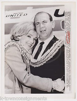 MARTY MILLS PUBLISHER EDIE ADAMS UNITED AIRLINES VINTAGE ADVERTISING PRESS PHOTO - K-townConsignments