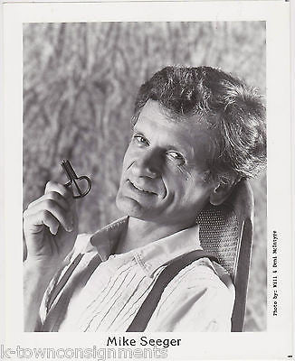 MIKE SEEGER STRANGE INSTRUMENT FOLK MUSIC SINGER VINTAGE STUDIO PROMO PHOTO - K-townConsignments