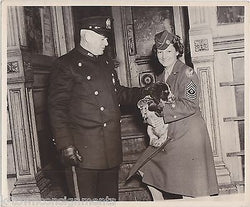 WAC ARMY WOMAN W/ PUPPY DOG & POLICE OFFICER VINTAGE WWII NEWS SNAPSHOT PHOTO - K-townConsignments