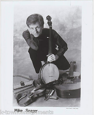 MIKE SEEGER GREAT FOLK MUSIC SINGER VINTAGE STUDIO PROMO PHOTO - K-townConsignments