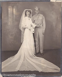 US AIR FORCE PILOT & HIS BEAUTIFUL WAR BRIDE VINTAGE WWII WEDDING PHOTOGRAPH - K-townConsignments