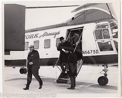 NEW YORK AIRWAYS BOEING VERTOL 107 HELICOPTER VINTAGE PRIEST LANDING PHOTOS - K-townConsignments