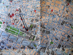AMERICAN RED CROSS WWII VINTAGE GRAPHIC CITY MAP OF PARIS FOLD-OUT POCKET MAP - K-townConsignments