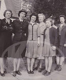 PROUD WAVES MILITARY WOMAN IN UNIFORM W/ FAMILY ORIGINAL WWII HOMEFRONT PHOTOS - K-townConsignments