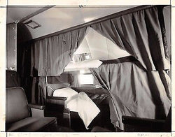 UNITED AIRLINES AIRPLANE SLEEPING CABIN INTERIOR VINTAGE ADVERTISING PROMO PHOTO - K-townConsignments