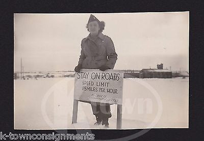 WAC MILITARY WOMAN IN UNIFORM SPEED LIMIT SIGN VINTAGE WWII SNAPSHOT PHOTO - K-townConsignments