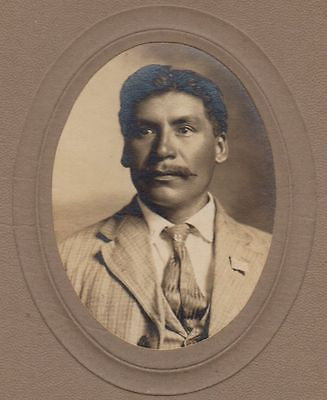 HISPANIC IMMIGRANT MAN IN SUIT WITH AMERICAN FLAG PIN ANTIQUE CABINET CARD PHOTO - K-townConsignments
