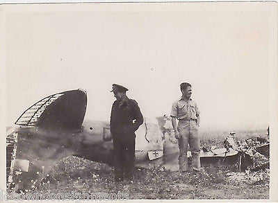 WWII MILITARY FIGHTER PILOTS SHOT DOWN ITALIAN FIAT FALCO FIGHTER PLANE PHOTO - K-townConsignments