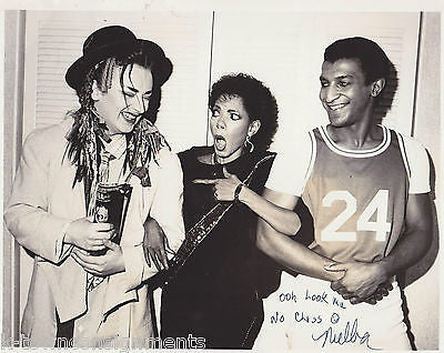 MELBA MOORE W/ BOY GEORGE VINTAGE AUTOGRAPH SIGNED HUMOROUS CANDID PHOTO - K-townConsignments