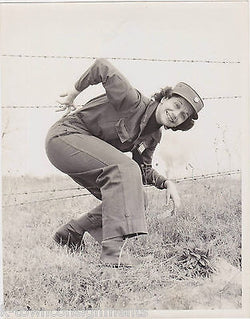 FORT MONROE VIRGINIA CHIEF NURSE IDed WWII WOMEN IN MILITARY BARBED WIRE PHOTO - K-townConsignments