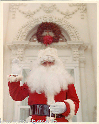 SANTA CLAUS AID IN FRONT OF THE WHITE HOUSE OFFICIAL PHOTO CHRISTMAS 1970s - K-townConsignments