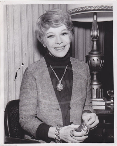 SIGNE HASSO HEAVEN CAN WAIT MOVIE ACTRESS HAS A SMOKE VINTAGE NEWS PRESS PHOTO - K-townConsignments